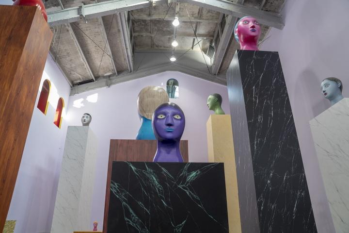 """2018年11月,木木美术馆举办瑞士艺术家尼古拉斯·帕蒂个展""""花花果果猫猫人人"""",该展览是帕蒂迄今为止最大的展览,也是他首次在亚洲地区非营利艺术机构举办的展览"""