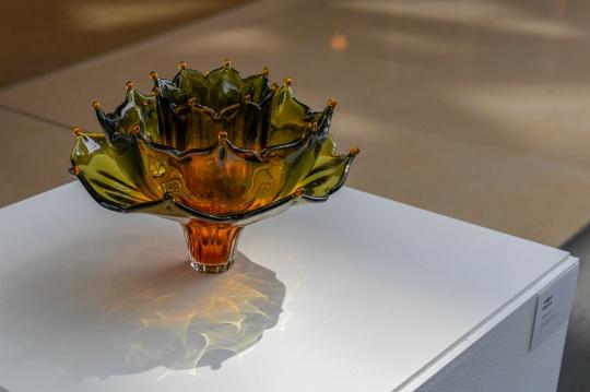《绽放》32 x 32 x 22.5cm 手工吹制玻璃 2020