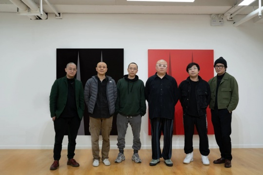 策展人与艺术家合影 左-右 刘成瑞、邱瑞祥、詹翀、雎安奇、张钊瀛、王将
