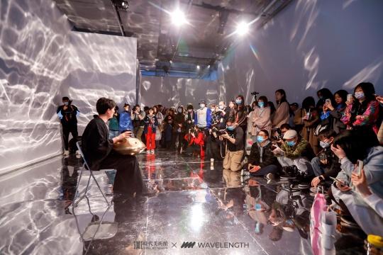 北京时代美术馆全新大展《WAVELENGTH:此时此刻》开展