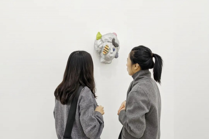 """今格空间""""颜石林:永不闭园""""个展现场 2020作品标签和价格信息也未呈现于墙上"""