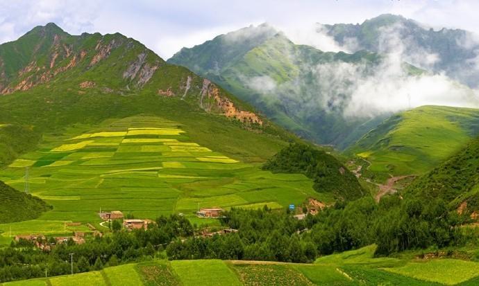 刘成瑞的家乡昆仑山支脉青沙山下