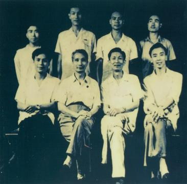 中央美术学院油画系第三画室教师,右起:詹建俊、董希文、许幸之、梁运清,后排是第三画室学生