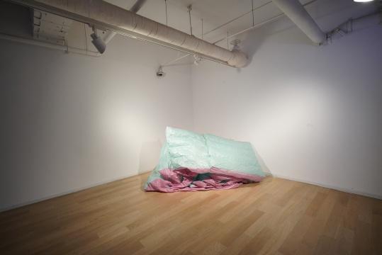 桌面研究艺术小组x陈幽隐作品 《二次元硬》 PVC、风机 2016