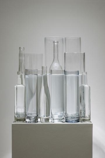 《水平》 尺寸可变 玻璃器皿、水 2018