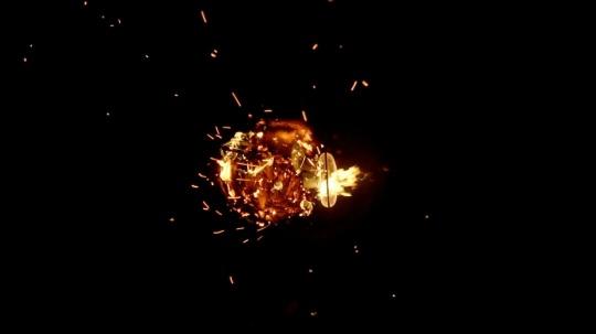 阿彼察邦·韦拉斯哈古 《烟火(风扇)》2016单路视频、全息投影 8 mins 43 secs