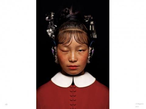 陈漫 《中国十二色之曙红 No.1》 80cm×53.33cm C-Print 2011(作品由中央美术学院美术馆收藏并提供)