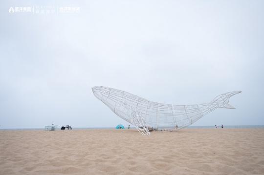 《万里扶摇——海洋环保艺术装置》 韦冬 800×250×500cm 不锈钢喷漆 2021