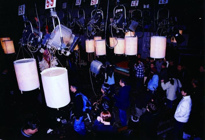 """1999年1月8号,后感性的第一次展览""""后感性:异形与妄想""""在北京芍药居的一座民居的地下室里举办"""