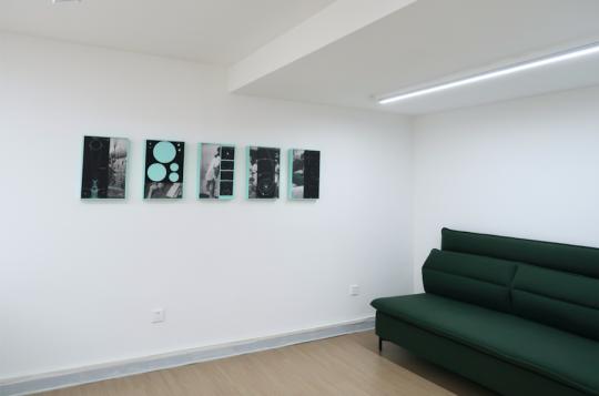 姚朋《征兆》 30.5×45.5cm×5 收藏级艺术微喷 综合材料 2019