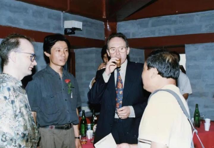 红门画廊 大弓作品展 展览现场 左一:布朗,左二:大弓 1992