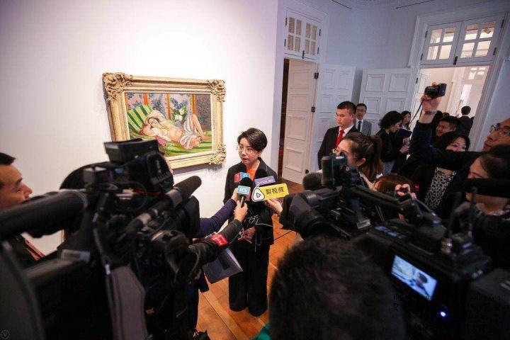 谭波在佩吉及大卫‧洛克菲勒夫妇珍藏上海预展现场