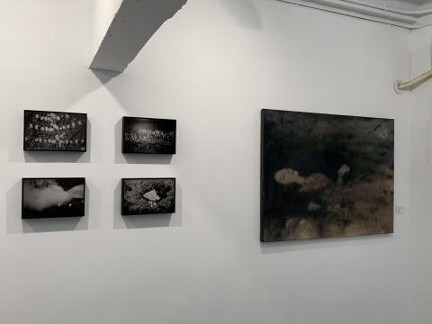 右:郑恺伽《奥菲利亚》120x90cm 布面油画 2021