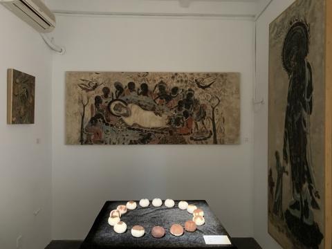 王瑞《无名》2.2×0.95m 木板、泥土、矿物质颜料