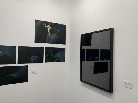 左:曹钰婕《Rippl :e》43x65cm 摄影喷绘 2019  右:耿大有《焰》收藏级艺术微喷 尺寸可变 2021