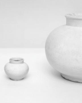 选自《白瓷》系列,2005 收藏级艺术微喷,63 x 50 cm