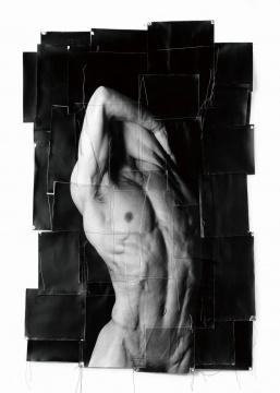 选自《初始》系列,1991-1993 明胶银盐,线,纸,135 x 95 cm