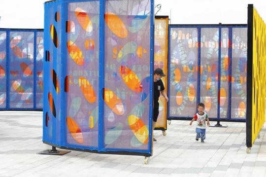拉斐尔·多梅内克《基本旋转,上海,鱼贯而入》 H255×900×400cm/H255×278×557cm/H255×450×400cm/H255×557cm 金属框架、激光切割建筑碎片网 2021