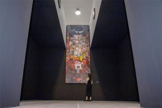 """李青个展""""灯塔与摇篮""""当代唐人艺术中心第一空间现场"""