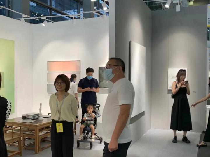 收藏家唐炬在东京画廊+BTAP展位现场