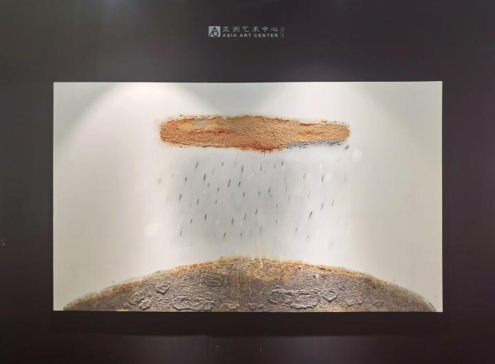 外墙的陈淑霞作品《花洒》为亚洲艺术中心展位最大体量的作品,150万元左右