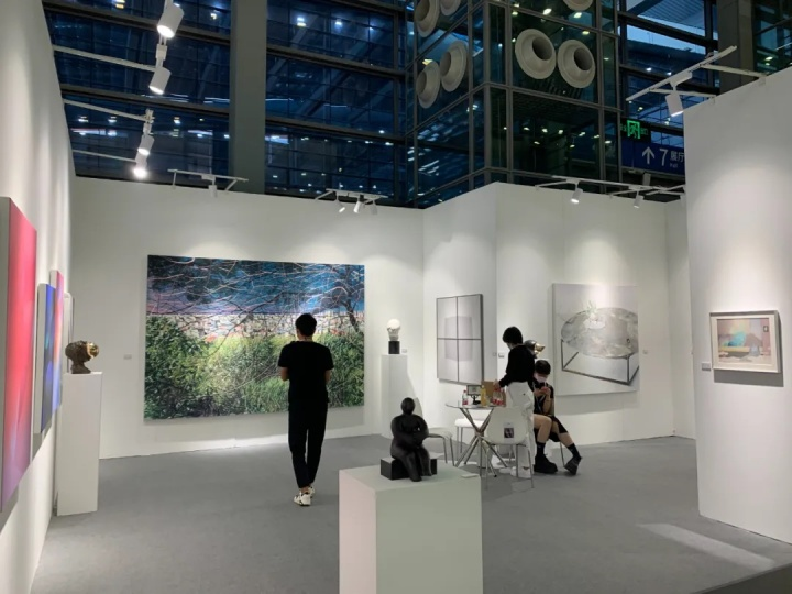 Tong Gallery+Projects展位现场,据悉已有部分小尺幅作品被藏家预定