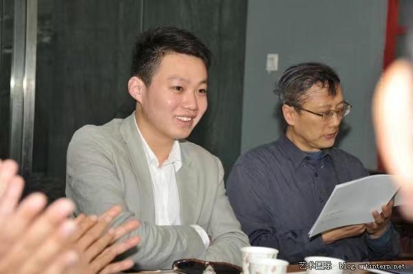 2009年,崔灿灿在《江苏画刊》做见习编辑 ,参加展览讨论