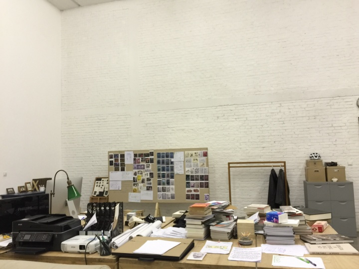 崔灿灿在草场地的工作室