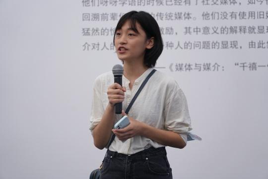 参展人薇薇安发言 (秦若晨摄)